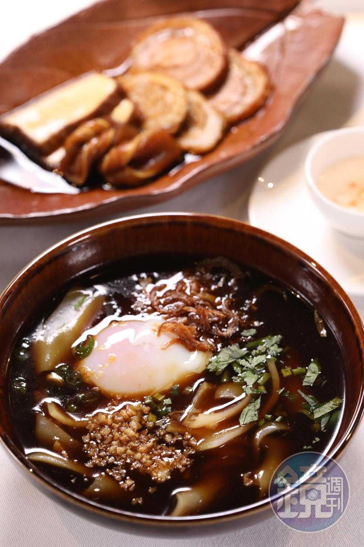 主廚黃贊奇表現潮州家鄉味的「自家製滷水粿條」,裡頭有日式溫泉蛋與自製米片。