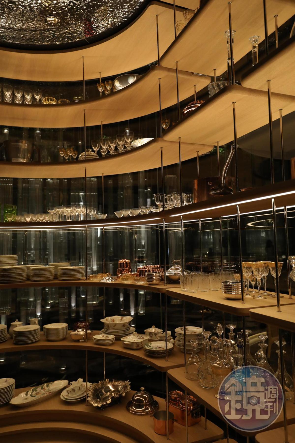 展示櫃裡的每一樣杜卡斯珍藏廚具,都值得細細追究來歷。
