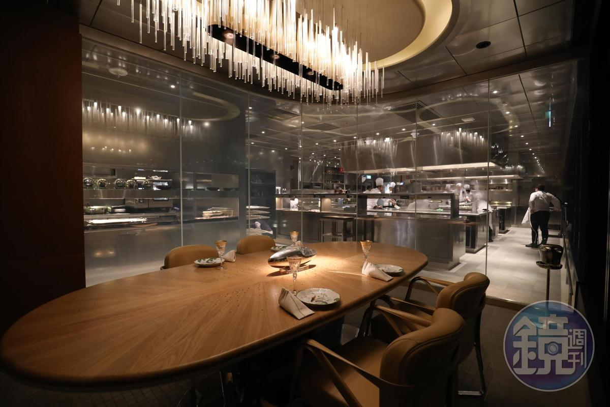 特別包廂被稱為「主廚餐桌」(Chef Table),可觀看廚房動態,亦可保持隱私用餐。