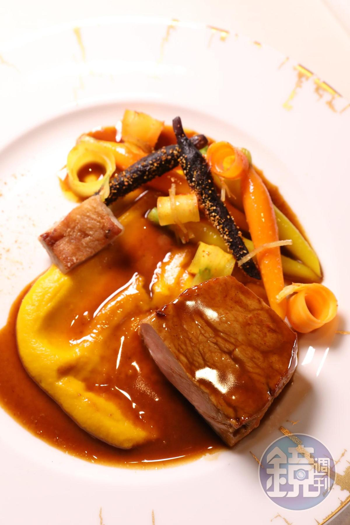 採用還未斷奶犢牛製作的「牛仔扒、小胡蘿蔔、薑」,具有特別嚼感。(澳門幣678元/份,約NT$2,591)