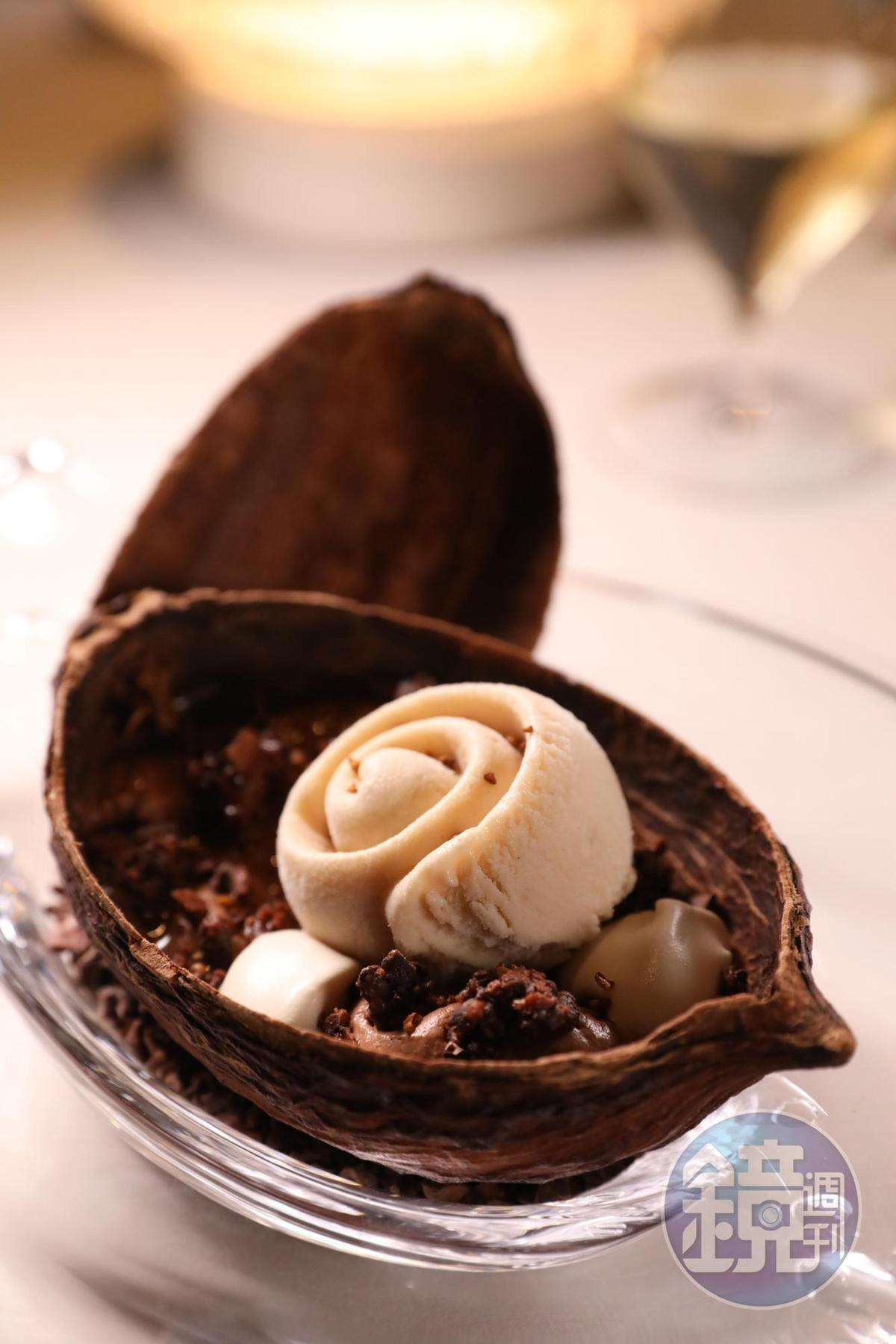 「咖啡、巴黎自家廠房巧克力、烤蕎麥」能吃到杜卡斯在巴黎自設巧克力工坊的作品搭配香濃的蕎麥冰淇淋。(澳門幣188元/份,約NT$719)