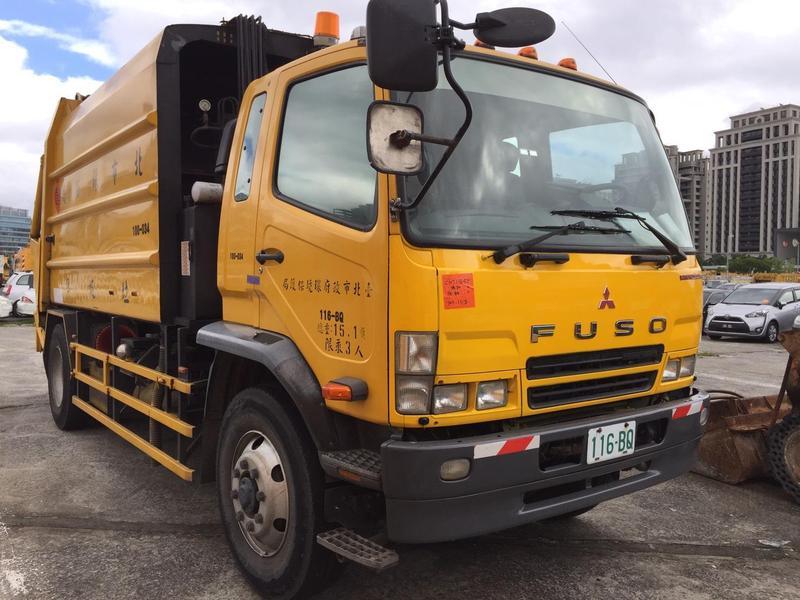 北市環保局垃圾車竟涉酒駕,車輛被警方扣押。(翻攝畫面)
