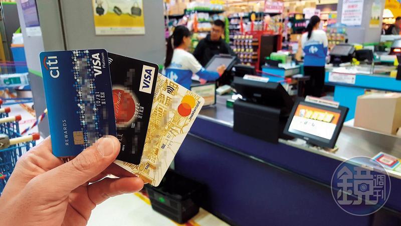 刷卡換現金集團以家樂福等賣場為據點,涉嫌假消費真借款。