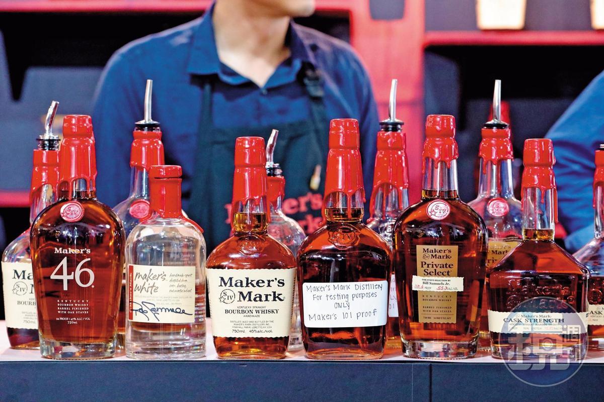 美格威士忌Maker's Mark原本強調只出1款產品,但如今產品線越來越多,雖然不少是限量或台灣未上市,但三得利夠誠意,全系列拿出來給大家試。