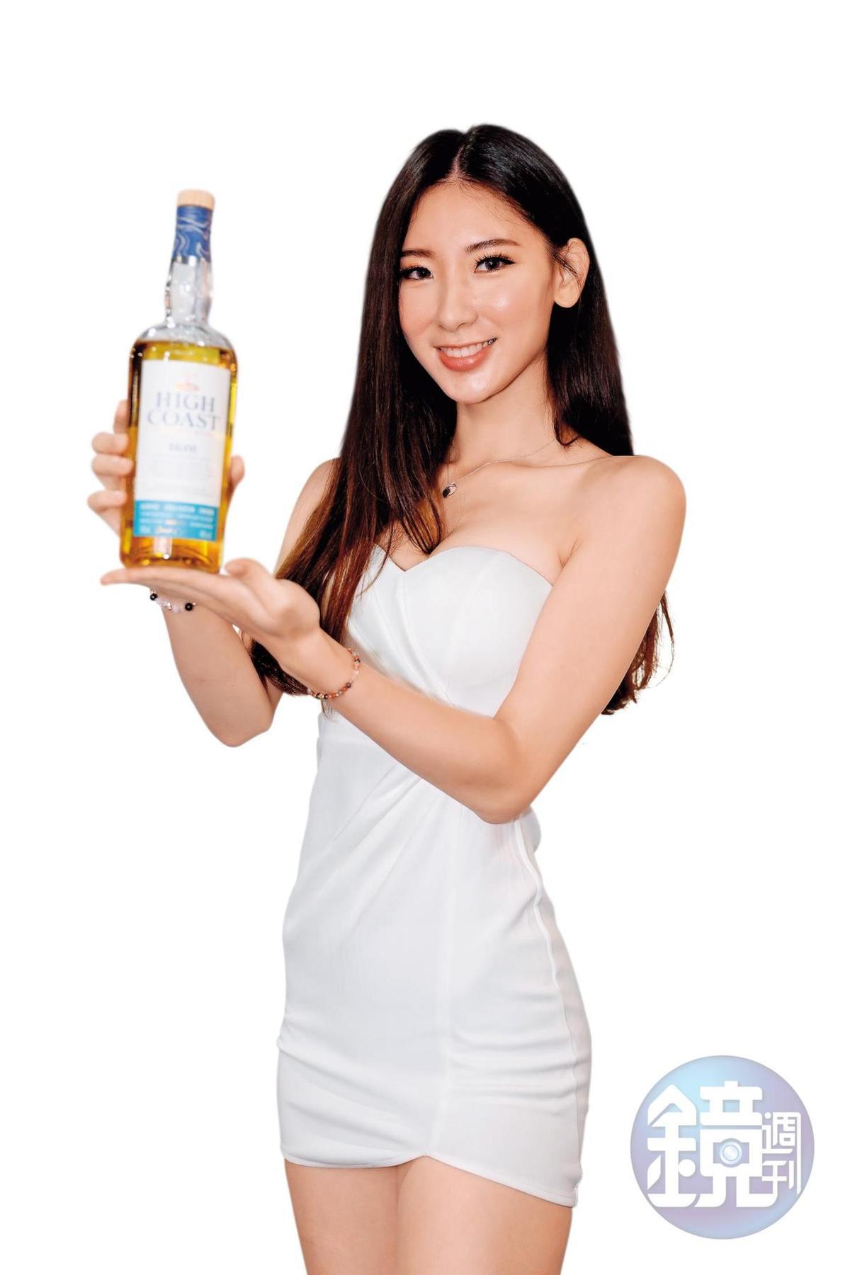 曾獲選過《壹週刊》PG選拔冠軍的兔兔,為改名High Coast的瑞典威士忌站台,女神姿態十分相稱這間高緯度的酒廠。