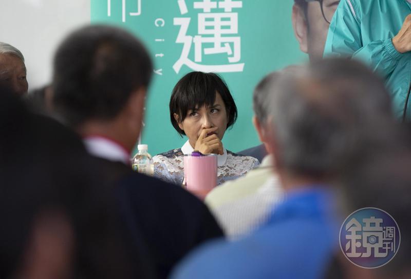民進黨立委邱議瑩「老婆陪睡說」持續發酵,臉書留言數暴增到110萬則。
