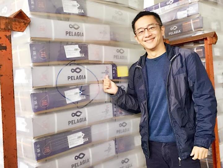 陳昭榮很早就開始做直播生意,販售冷凍海鮮,目前年賺上億業績。(翻攝阿榮嚴選臉書)