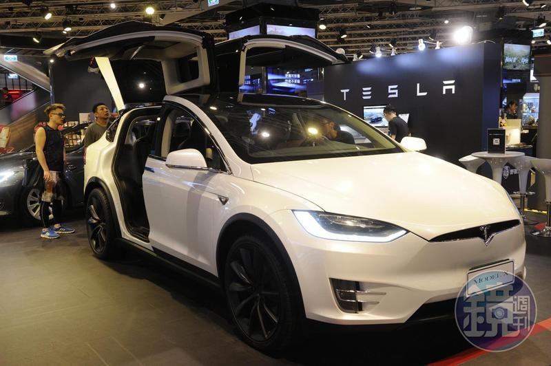 TESLA電動車等高階被動元件需求增大,日韓大廠產能紛紛轉向搶單。