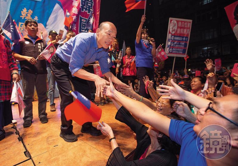 國民黨高雄市長候選人韓國瑜聲勢翻漲,已成藍營全台最強母雞。