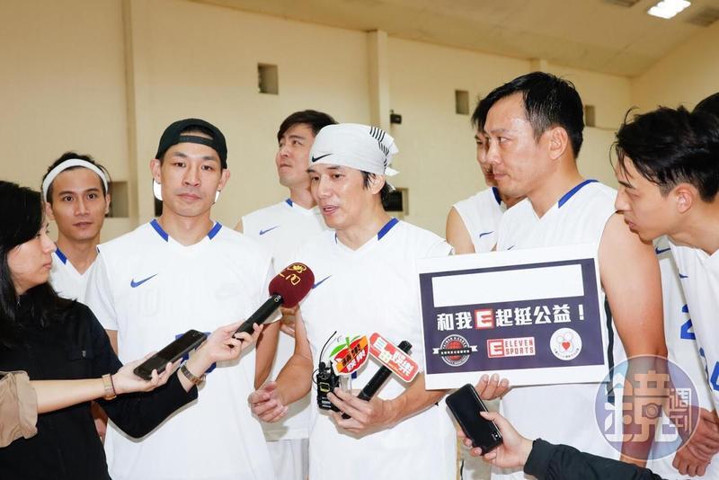 「台韓明星籃球公益賽」將在11日開打,台灣由隊長張洛君(中)領軍。