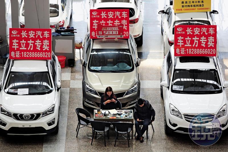 9月本來應該是中國車市的旺季,但今年卻異常的冷市,產量較去年同期衰退10%。