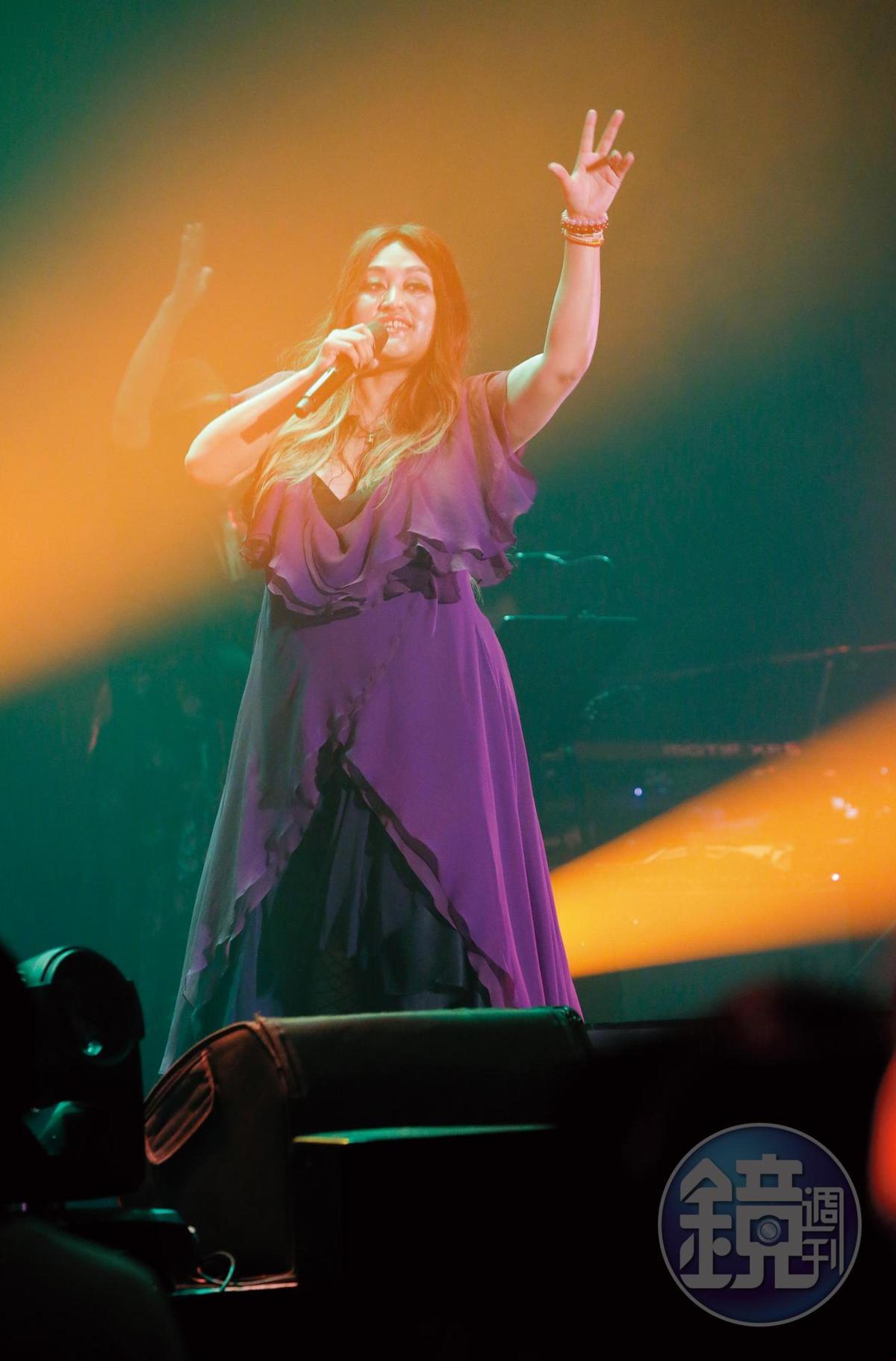 2017年9月 約85公斤 家家嗓音具穿透力,美聲獲金曲獎肯定,出道以來因身材較豐腴,被網友封為「台版艾黛兒」。