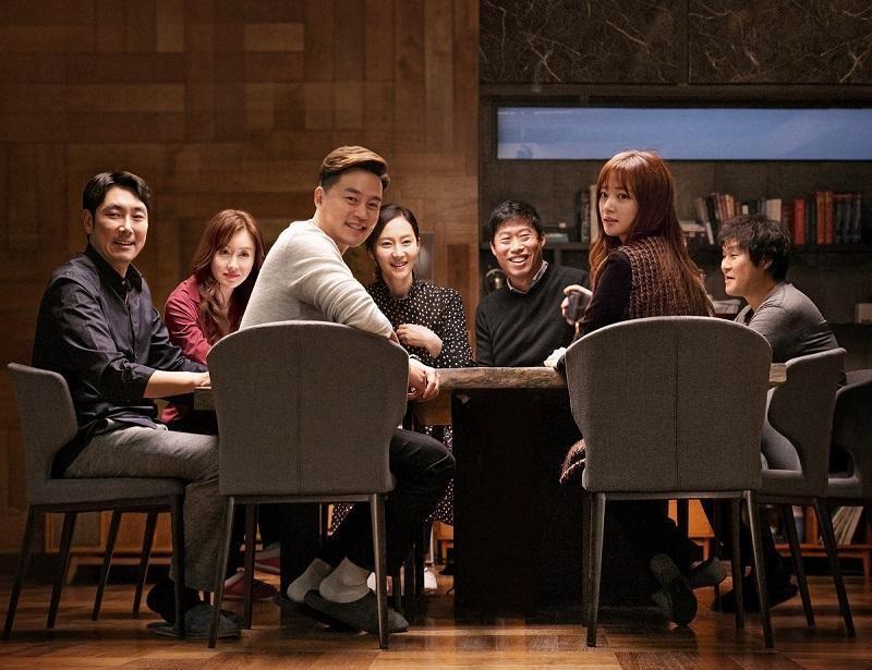 《親密陌生人》集結7位演技派明星主演,導演李在奎戲裡戲外都努力連繫眾人感情。(采昌國際多媒體提供)