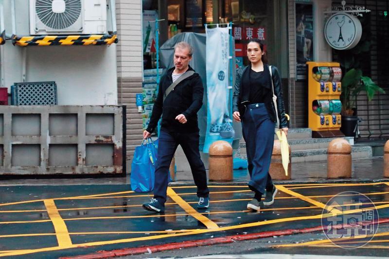 馬塞爾(左)因舉辦展覽,上週每天都到寶藏巖布置,連詠心(右)也會陪同。
