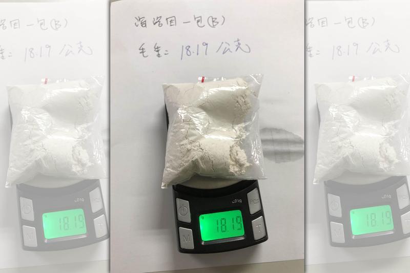 警方在林嫌丟棄的包包內搜出毒品。(翻攝畫面)