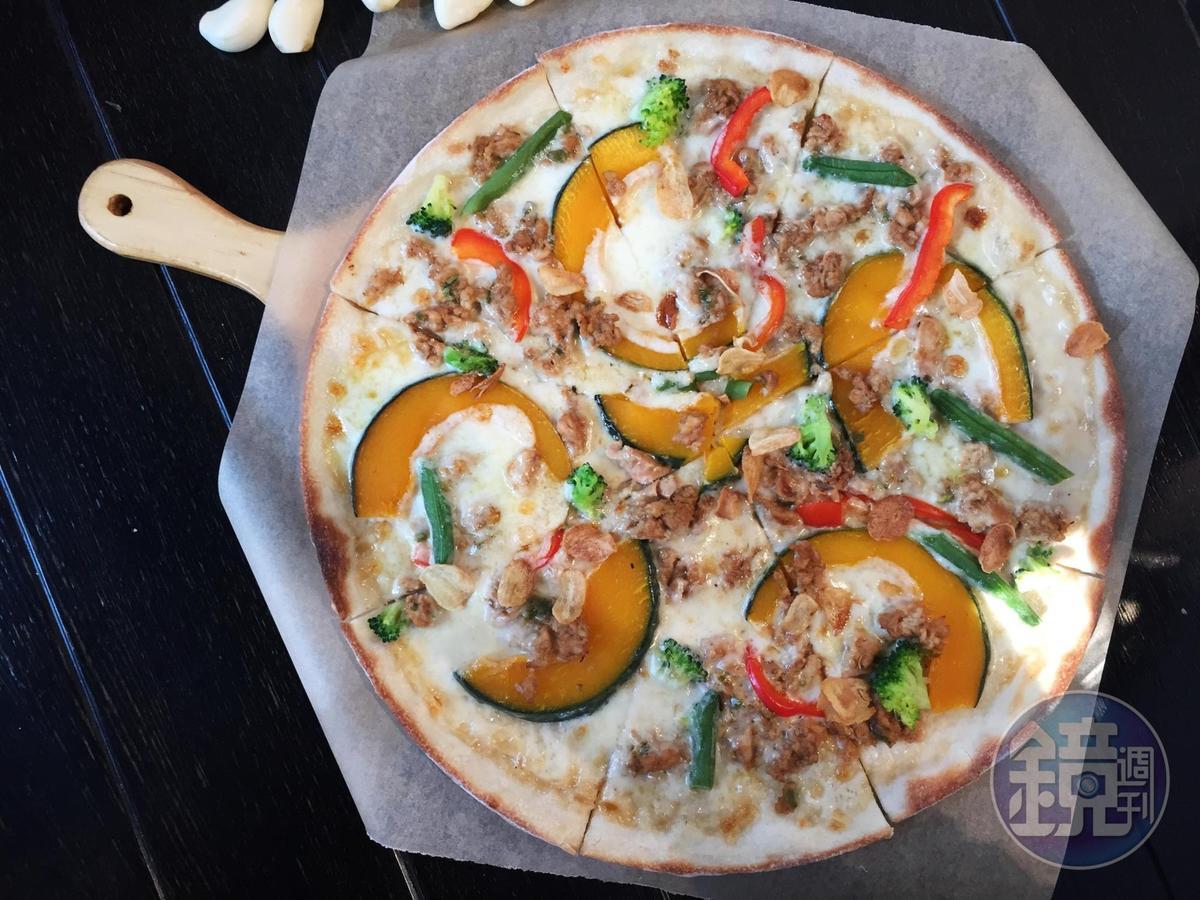 「Pumpkin Spicy Cream Pizza」的甜南瓜配料看似小清新,其實裡頭有青陽辣椒,辣度1顆星。(20,800韓元/份,約NT$570)