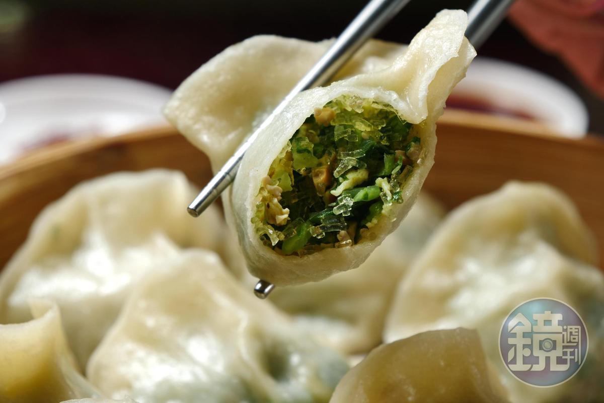 「花素蒸餃」內餡以青江菜、豆乾、粉絲、香菇、雞蛋和成,滋味清爽。(95元/1份10顆)