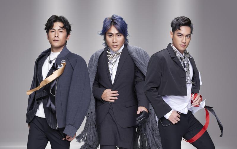 台灣傳奇天團5566將在明年2月23日首次站上台北小巨蛋,團員孫協志、王仁甫、許孟哲微合體開唱。(華貴娛樂提供)