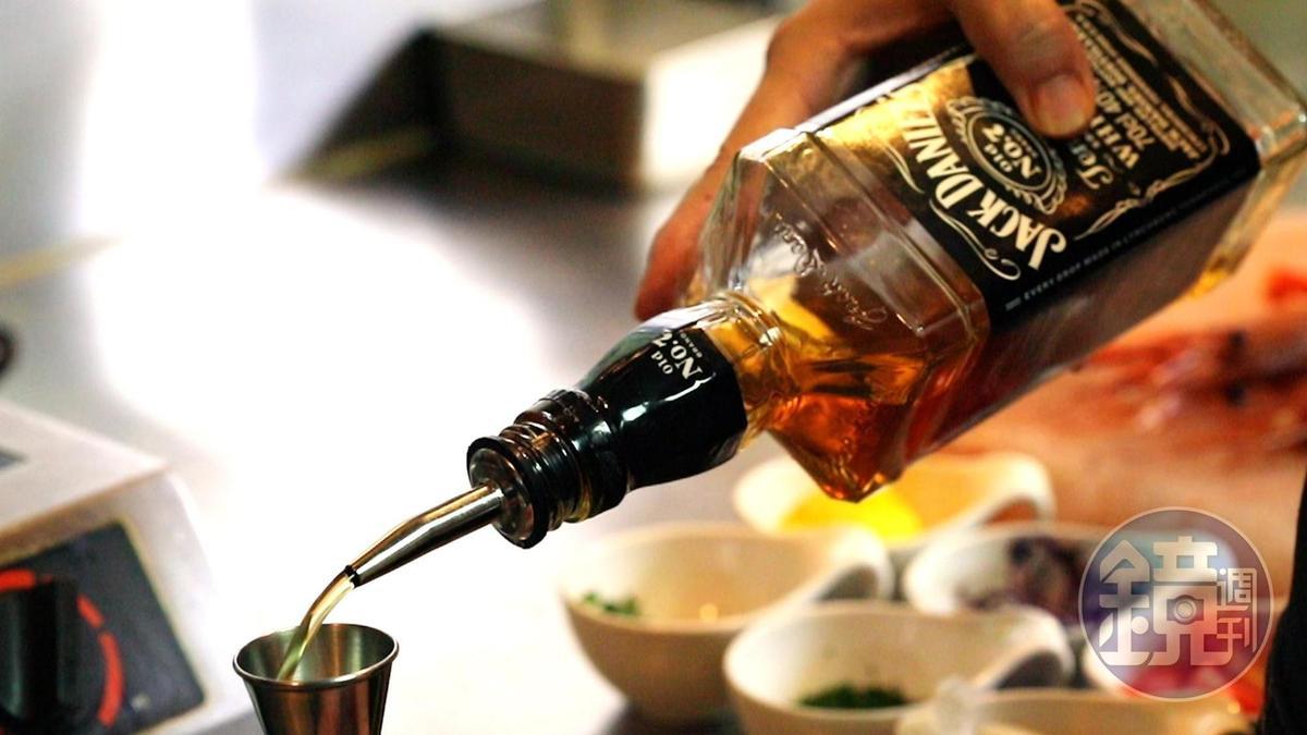 傑克丹尼爾威士忌強勁渾厚、香氣馥郁,Old No.7尤其經典。