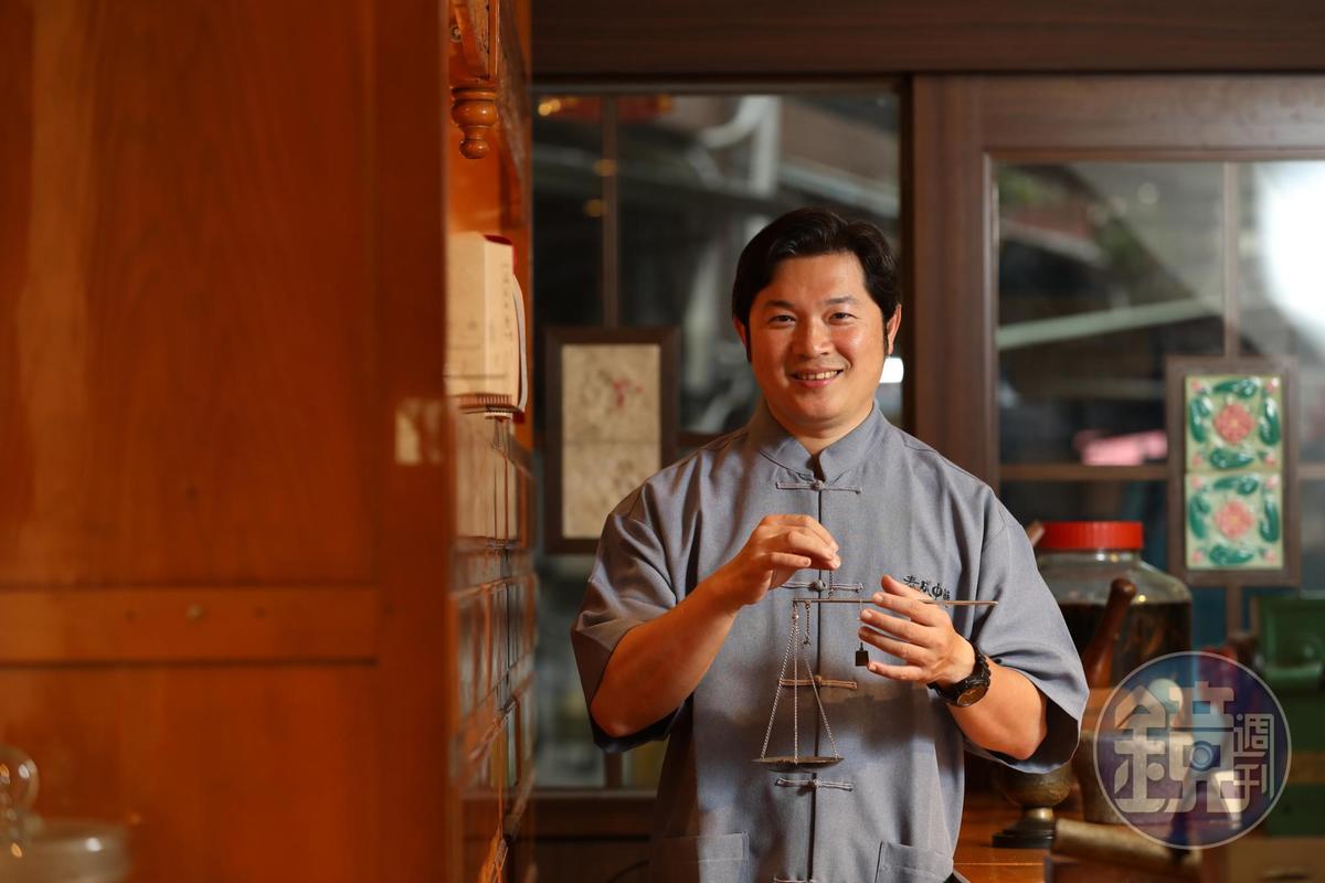 「泰成中藥」許開興設立文物館與規劃小旅行,希望有更多人認識中藥行。