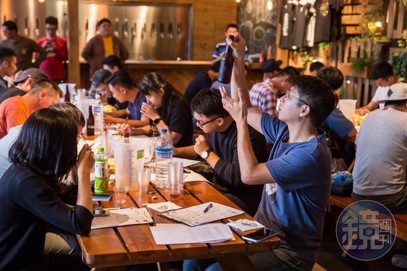 宋培弘是精釀啤酒資深玩家,他把興趣當副業圓創業夢,有空時仍機極參與自釀社團活動,擔任比賽評審。
