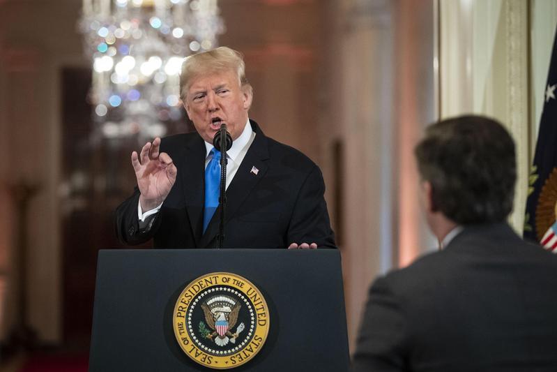 美國總統川普出席關於期中選舉的記者會。(東方IC)