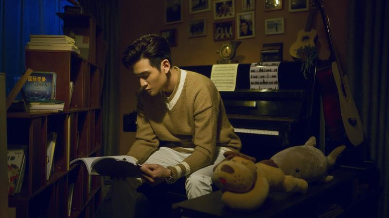 為了演戲,周興哲上了一個多月的演技課,還研究好萊塢男星萊恩葛斯林的演技。(網劇《小妖的金色城堡》提供)