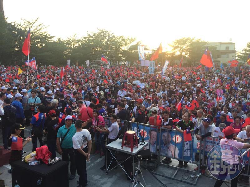 國民黨高雄市長參選人韓國瑜今在旗山舉行造勢大會,韓陣營表示,目前現場已湧入1萬5000人。