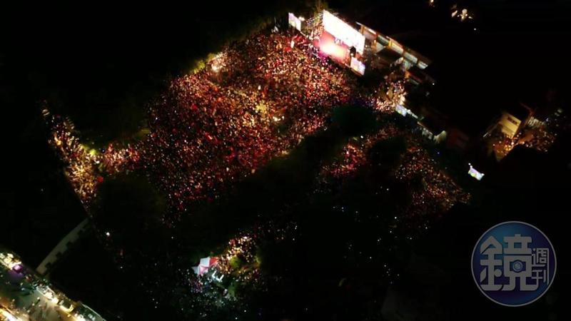 國民黨高雄市長參選人韓國瑜第二場大旗美造勢今(8日)舉行,現場擁進逾3萬人,聲勢浩大。(主辦單位提供)