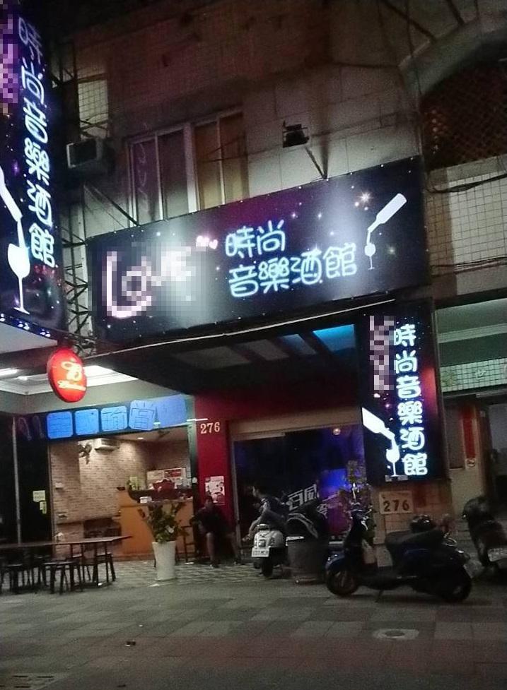 這家高雄的音樂時尚酒館,今年9月初才剛開幕,名氣還沒打開卻反因這段影片爆紅。(翻攝網路)