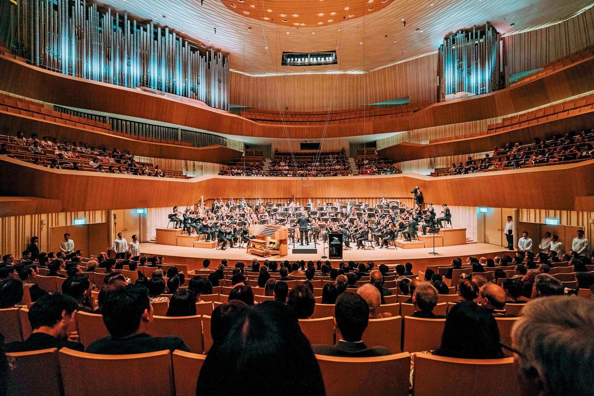 全台唯一葡萄園式音樂廳,表演舞台360度皆有觀眾席,能享受最佳聲音與視野。(衛武營提供)