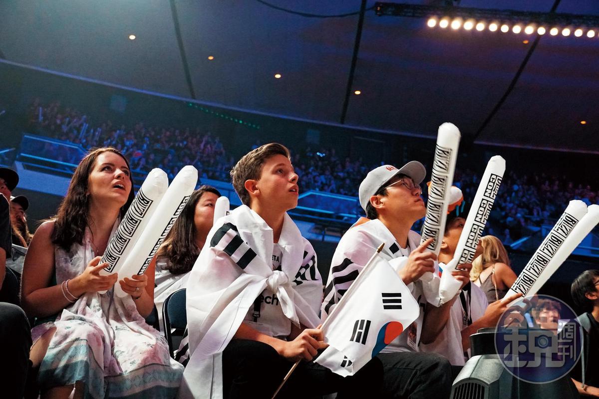 韓國選手幾乎壟斷了各大電競賽事的冠軍頭銜,也吸引了不少跨國粉絲支持。