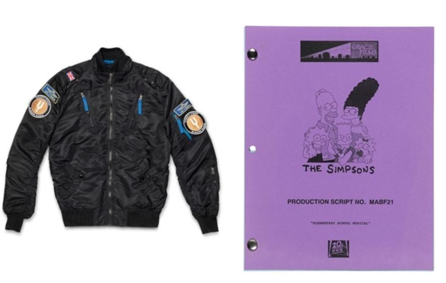 霍金穿過的飛行員外套和出演美國卡通《辛普森家庭》的劇本都出現在這場拍賣會上。(翻攝自佳士得拍賣行)