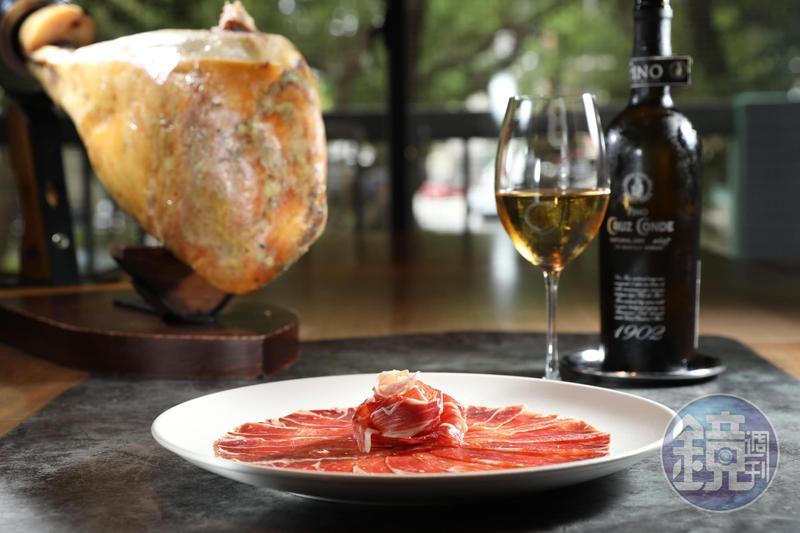 「克魯茲伯爵莊園未加烈FINO」(350元/杯、1,200元/瓶)和「西班牙Bellota等級36個月風乾伊比利生火腿」(925元/50g)是經典CP組合。