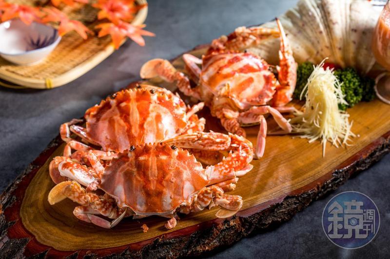 「黃金紅糟萬里蟹」用兩種發酵食品入醬,讓花蟹的旨味大增幅。(時價,圖中約1,000元)