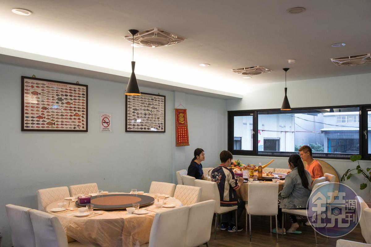 餐廳位於水產批發場後方,可預約無菜單料理或代客烹調現場購買的海鮮。