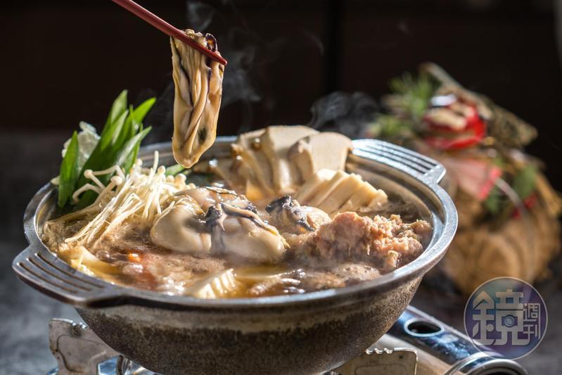 拼大 「牡蠣鍋」在柴魚昆布湯頭中加入如雪花的蘿蔔泥,肥美牡蠣蘸著酸桔醋吃格外爽口。(980元/份)