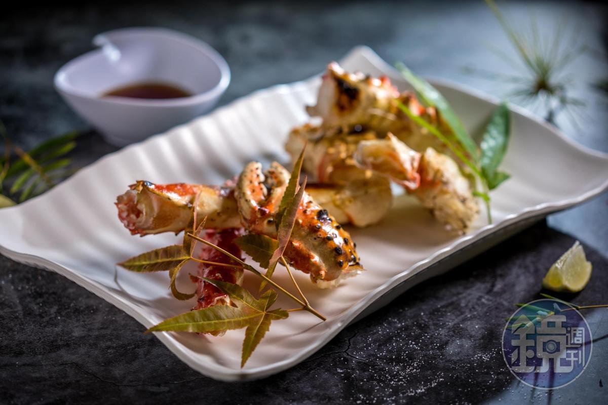 「現烤帝王蟹」蟹肉飽滿,是秋日的小奢侈。(1,280元/份)