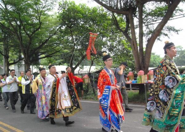 今年9月21日,彰化市公所、花壇鄉公所於139線舉辦路祭。(彰化市公所提供)