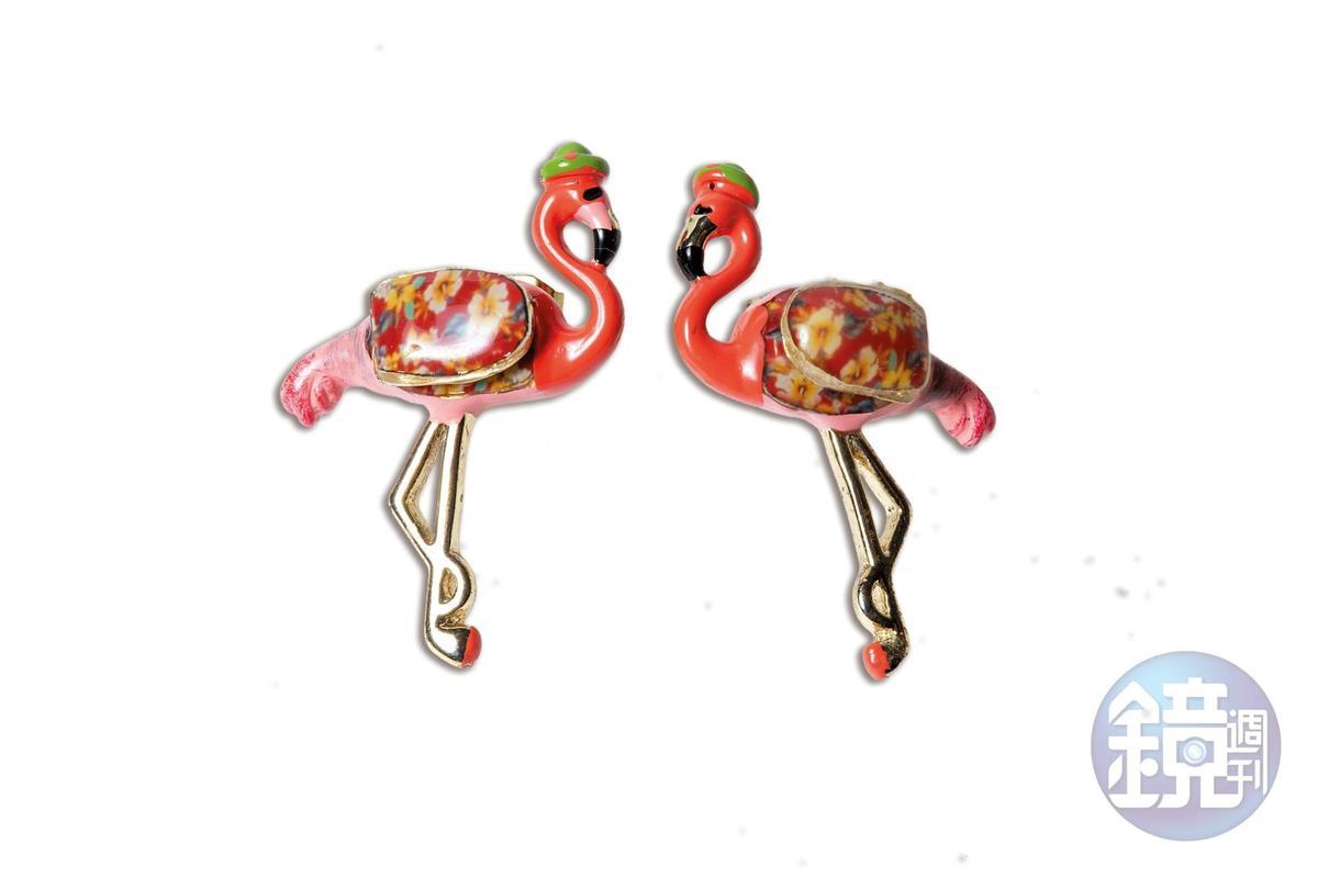 香港小店買的鶴造型耳環。約NT$1,400