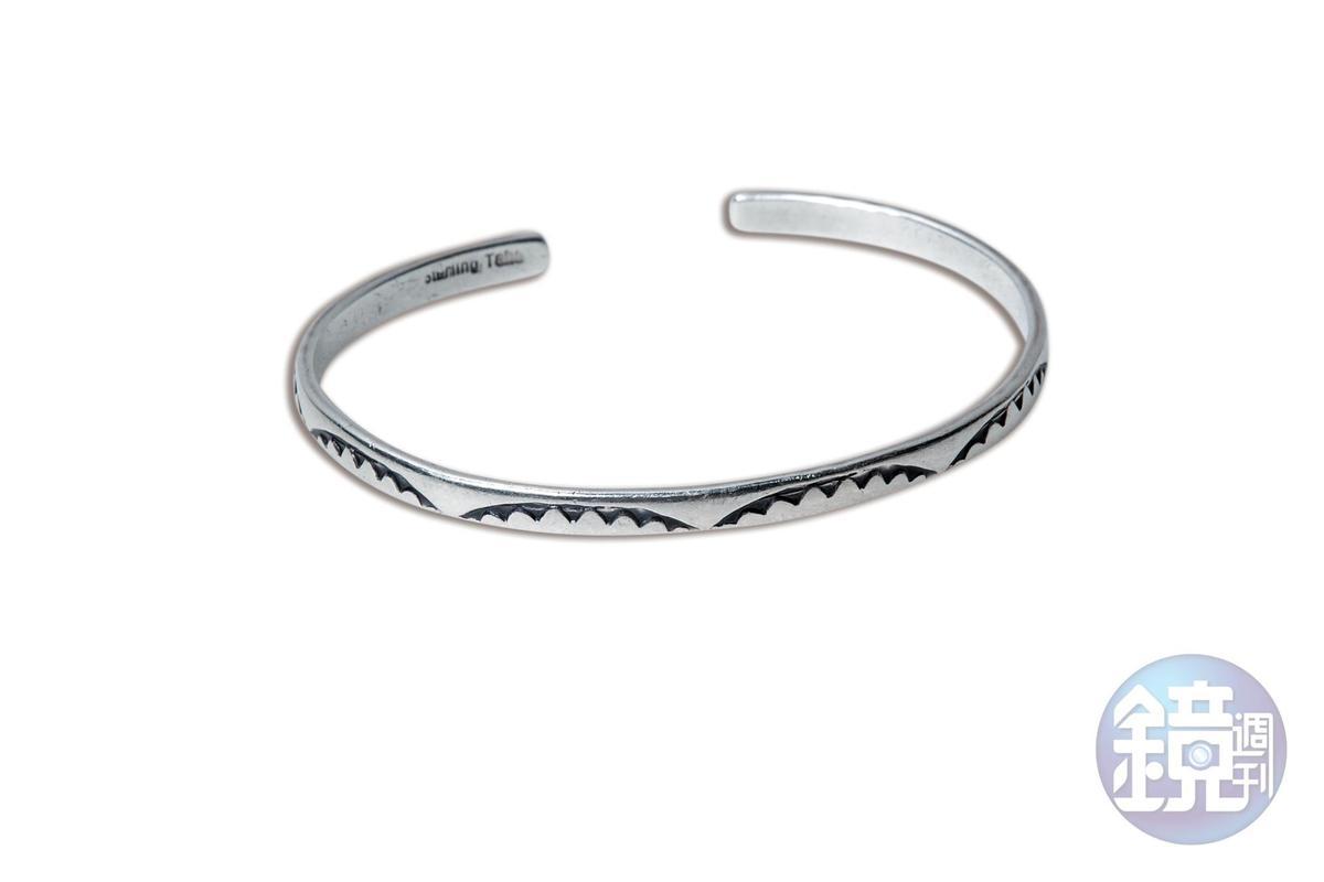 東區小店買的半圈手環。約NT$800