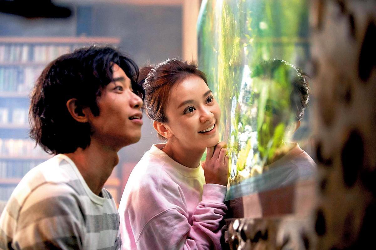 陳意涵和劉以豪主演電影《比悲傷更悲傷的故事》,2人雙雙不出席電影宣傳,讓片商感到頭疼。