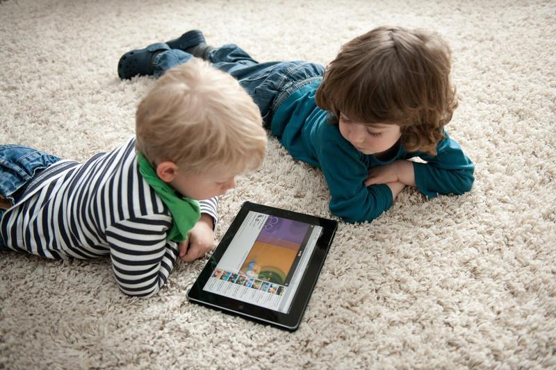 數位裝置是否有利於兒童成長,近年湧現質疑聲浪。(東方IC)