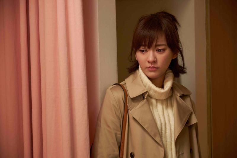 陳意涵除了能說哭就哭,還能配合導演要求指定的右眼掉淚,讓導演讚嘆她身上就像裝開關一樣。(傳影互動提供)