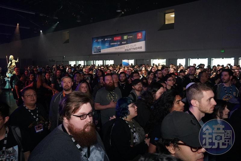 活動正式開放進場,玩家蜂擁而入,幾乎寸步難行。