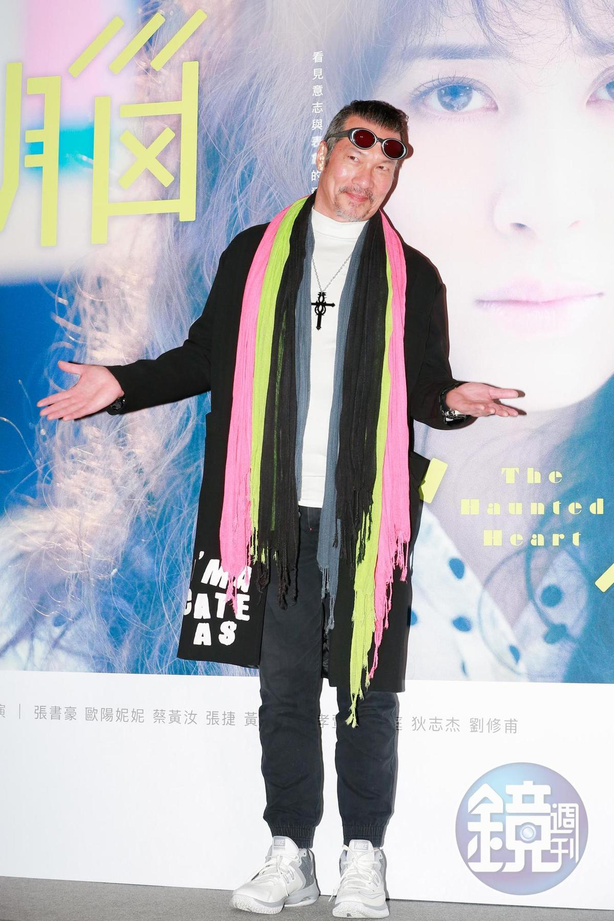 黃仲崑表示能跟一班年輕藝人合作感到很開心,也讓自己變得年輕很快樂。
