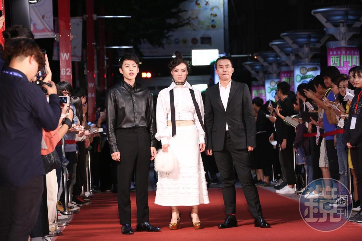 戲中主演的李鴻其(左起)、曾美慧孜及陳永忠走紅毯。