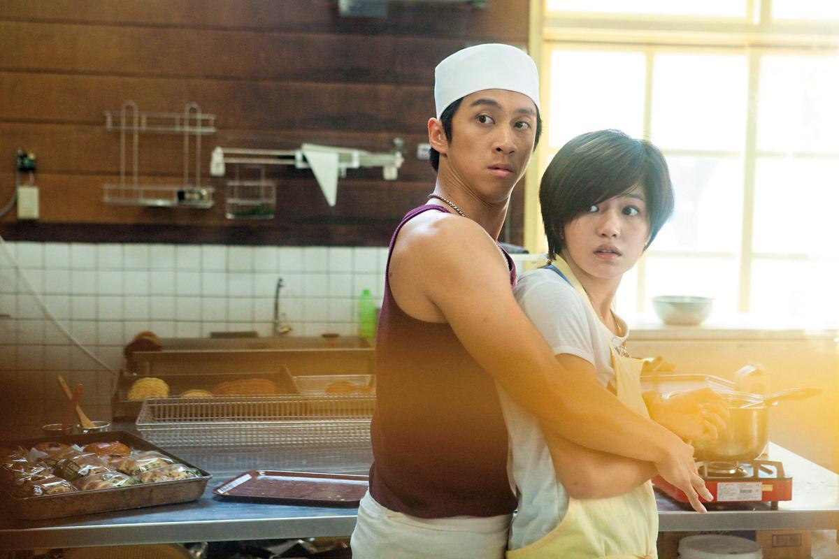 陳漢典(左)、陳妍希在電影《愛的麵包魂》扮演一對戀人,真的跌破眾人眼鏡。(東方IC)