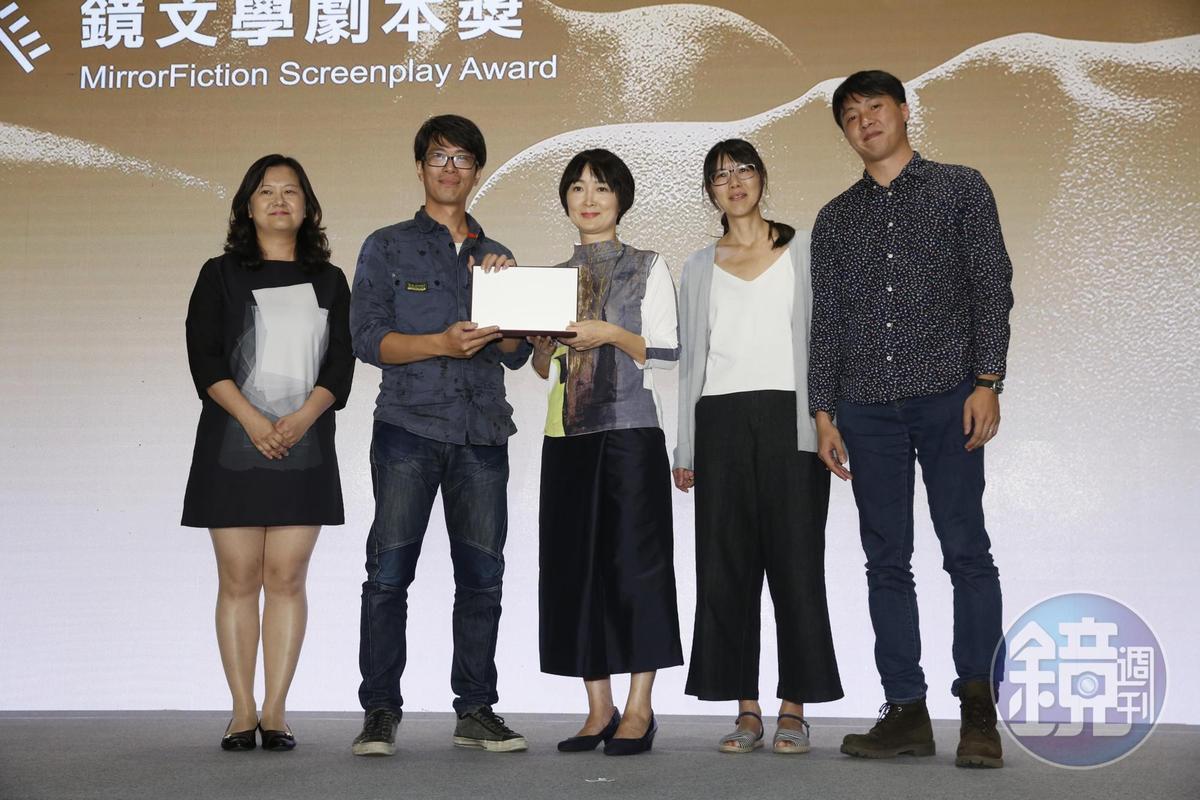 鏡文學今年首次提供獎項,由《海龍改改》獲得。