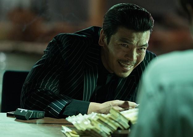 金盛吳在片中面無表情很嚇人,但私下很愛撒嬌。(車庫娛樂提供)